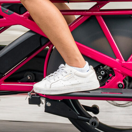 Rear wheel guard protects the rider and passengers from splashes of muddy water.
