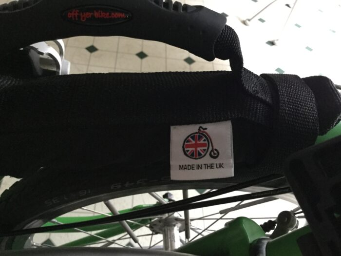 A few years ago a bought a Brompton carry handle from a company in the UK called, Off yer bike. The handle is made out of a tough nylon and attaches to the frame of the Brompton. @bromptonbicycle @bromptonusa @bromptonjunctionny @offyerbike